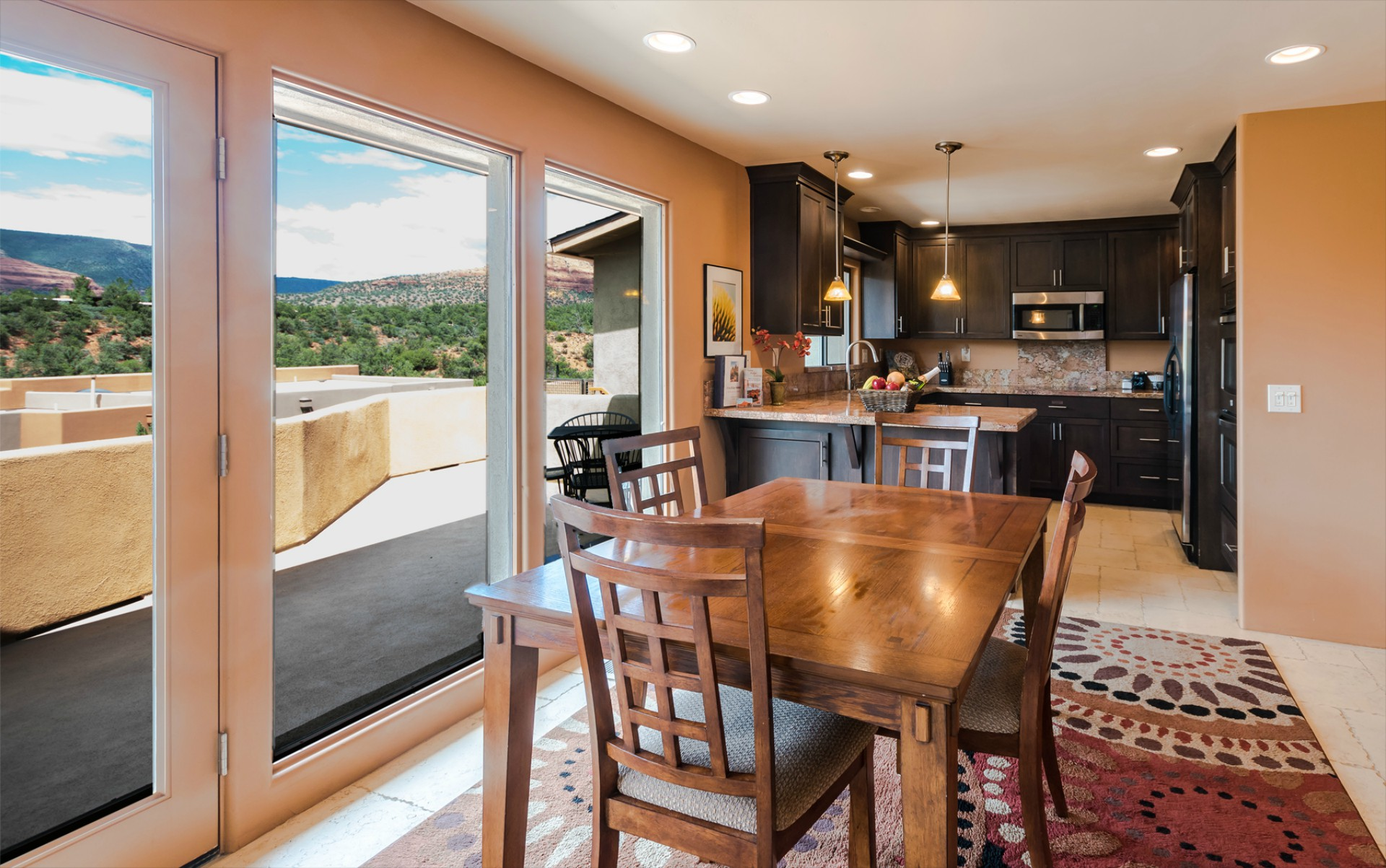Vista Ridge Sunset Suite - Dining Room