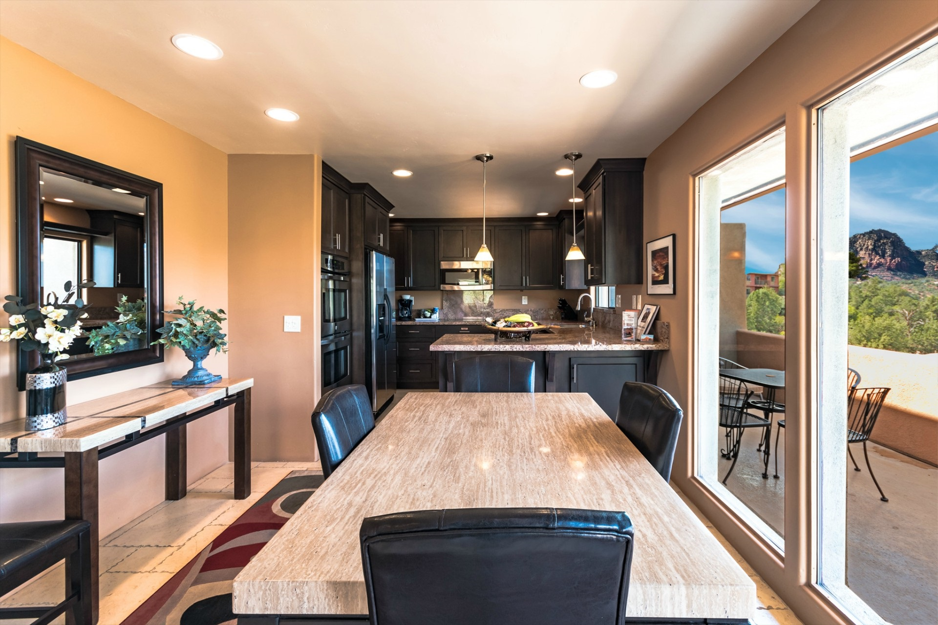 Vista Ridge Canyon Breeze Suite - Dining Room with View